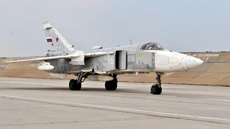 Су-24 бомбят танки на учениях в Бурятии