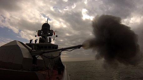 Ракетный корабль «Углич» отбил атаки «противника» в ходе учений