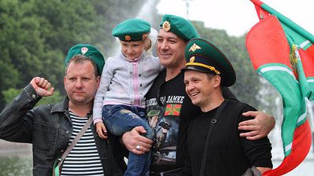 День пограничника отмечают даже десантники: как дивизия ВДВ вошла в состав погранвойск