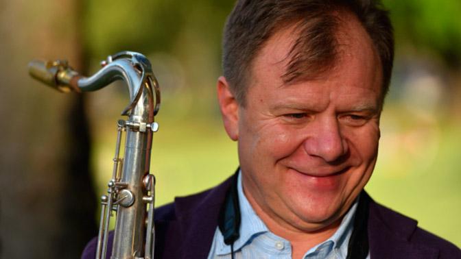 Бутман поведал, что подарил Шойгу саксофон русского производства