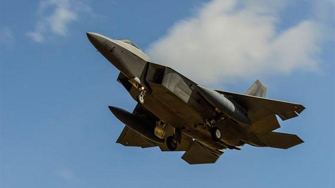 Опасная игра: в Генштабе РФ рассказали о провокациях истребителя США в небе над Сирией