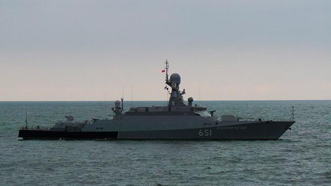 МРК «Град Свияжск» и«Великий Устюг» уничтожили «корабли противника» вКаспийском море