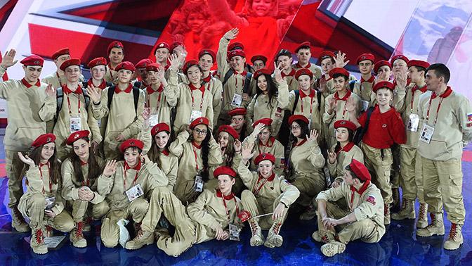 Юнармейцы Красноярского края развернут в Севастополе 200-метровую копию Знамени Победы