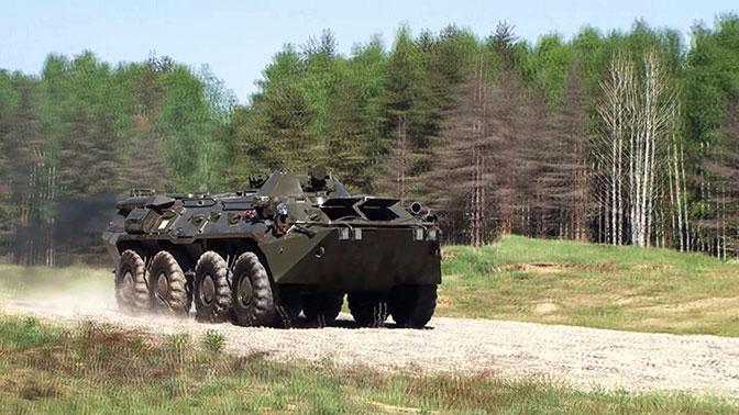 Экстремальное вождение на бронетранспортерах показали войска РХБЗ в Ярославской области