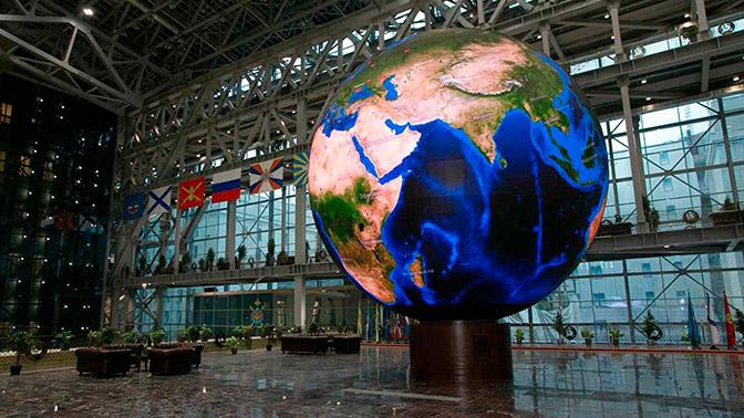 Минобороны России опубликовало фотографии восьмиметрового экрана-сферы в НЦУО