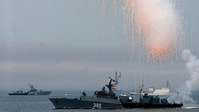 Во Владивостоке салют в честь Дня ВМФ прогремит над морем