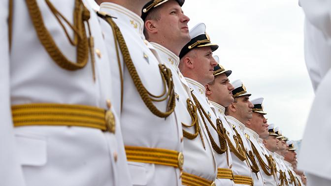 Минобороны выпустило восемь тысяч комплектов военно-морской формы для парадов ко Дню ВМФ