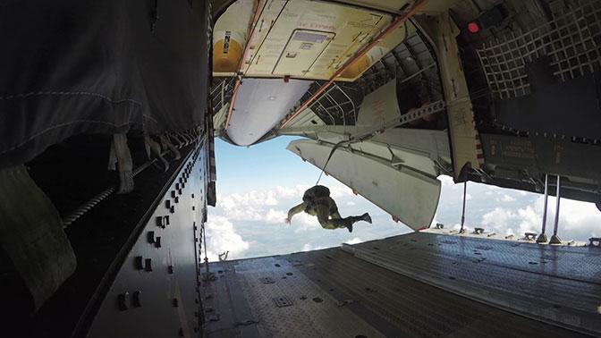 Никто, кроме них: как в российских ВДВ научились десантировать боевую технику с экипажами внутри