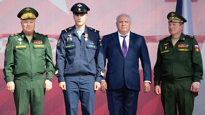 Отличившихся военнослужащих наградили в Хакасии