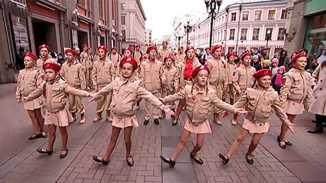 В Москве юнармейцы устроили необычный флешмоб