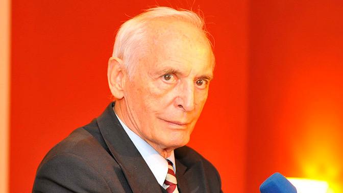 «Человек огромного таланта»: Шойгу поздравил Василия Ланового с юбилеем
