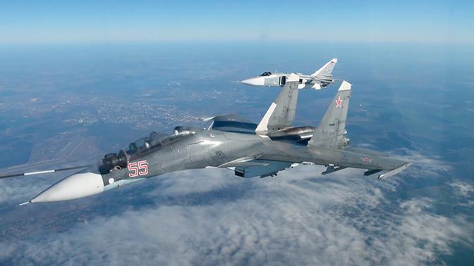 Экипажи Су-30СМ и Су-24 произвели дозаправку в небе Липецка