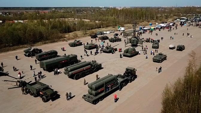 В Петербурге показали технику для Парада Победы