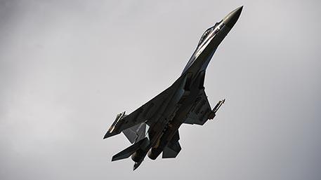 ОАЭ планирует купить у России десятки Су-35 – Мантуров