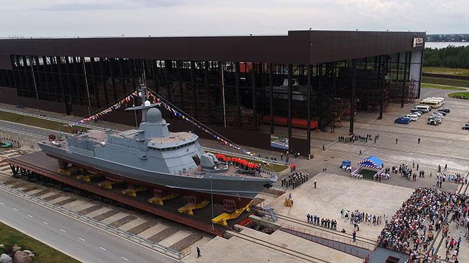 Подарок ко Дню ВМФ: под Петербургом на воду спустили «Ураган»