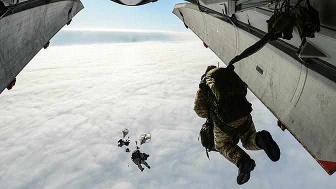 Минобороны РФ получило более тысячи комплектов модифицированных парашютов