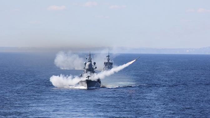 Малый противолодочный корабль «Онега» уклонился от торпедной атаки подводной лодки