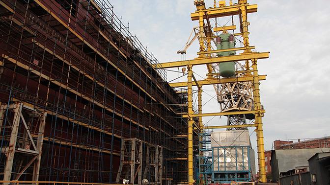 Ядерные реакторы погрузили настроящийся ледокол «Урал» наБалтийском заводе