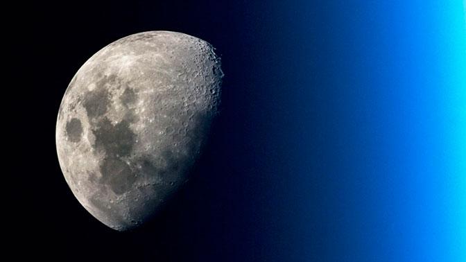 Запуск двух российских аппаратов к Луне отложен на год