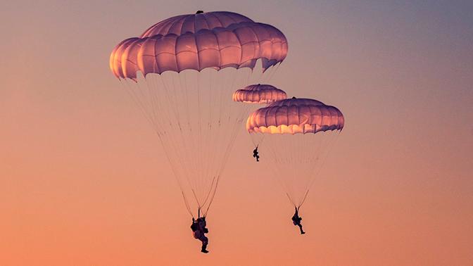 «Багаж» десантника: что имеют при себе военнослужащие ВДВ во время прыжков с парашютом