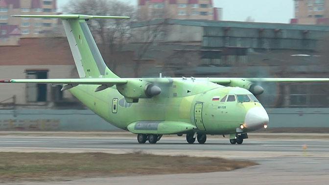 Сможет перевозить бронеавтомобиль и военных в экипировке: грузоподъемность Ил-112В увеличат