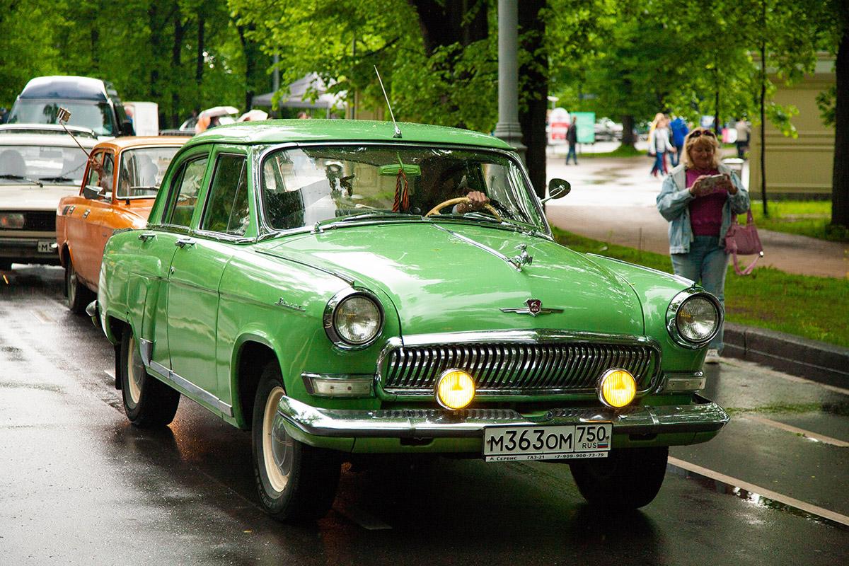 От «лунохода» до кадиллака: фестиваль ретроавтомобилей в парке Сокольники