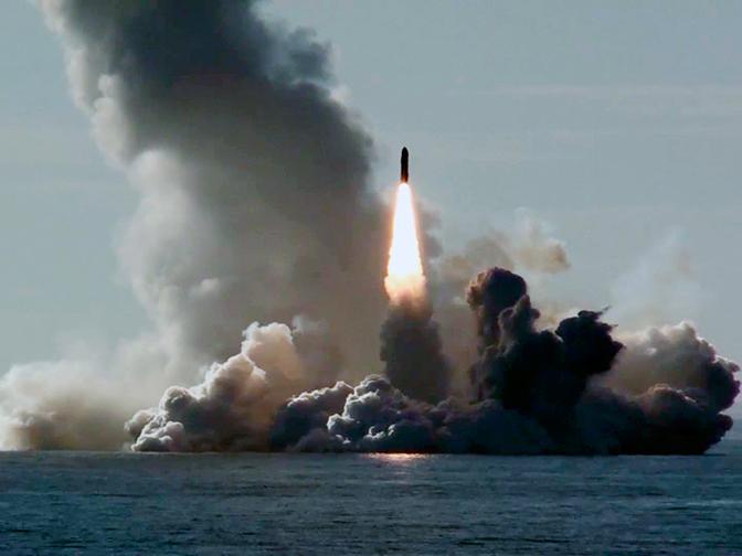 Синхронный удар «Булавы»: кадры пуска секретных ракет из Белого моря