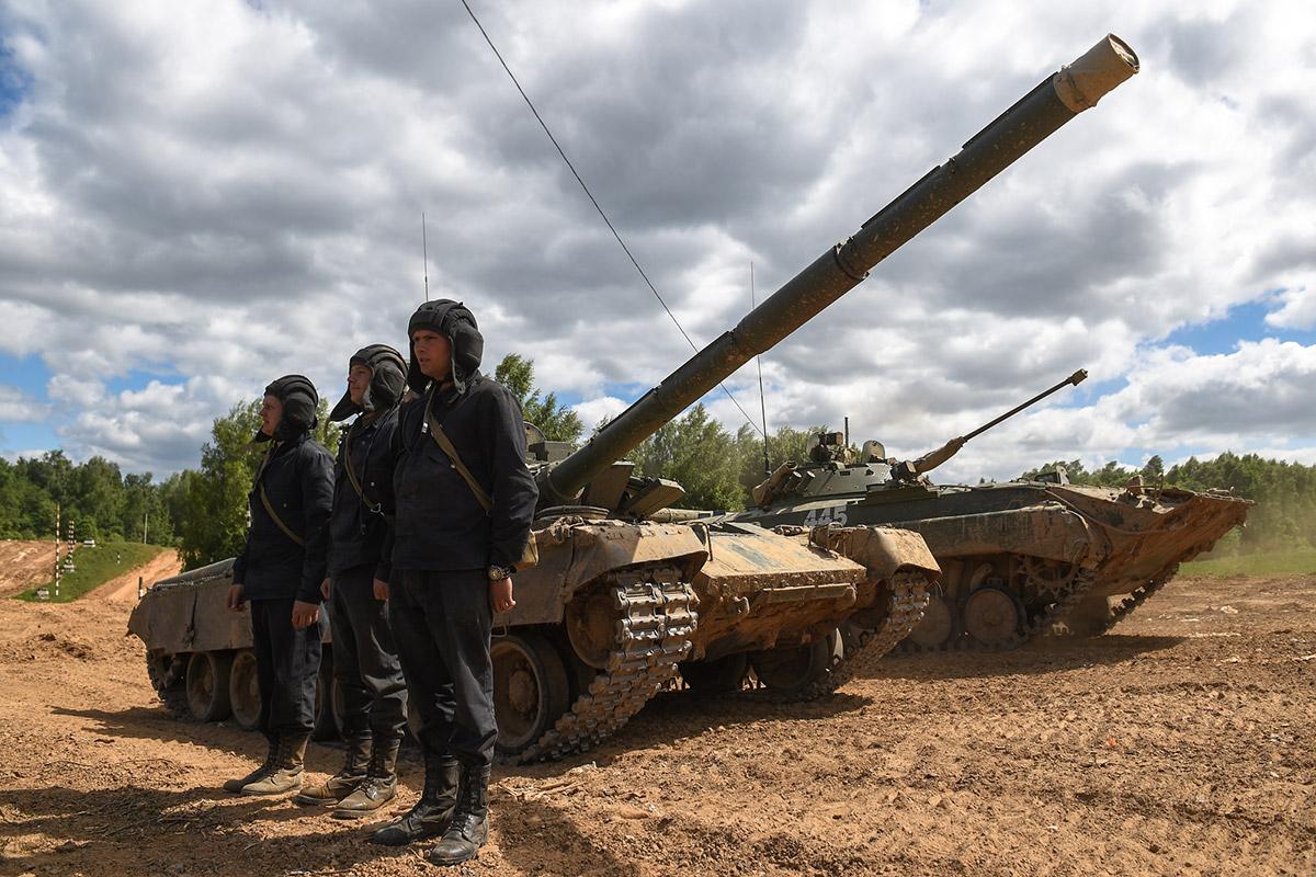 «Поле боя держится на танках»: обкатка новейших модификаций  Т-80, Т-72Б3 и БМП-2