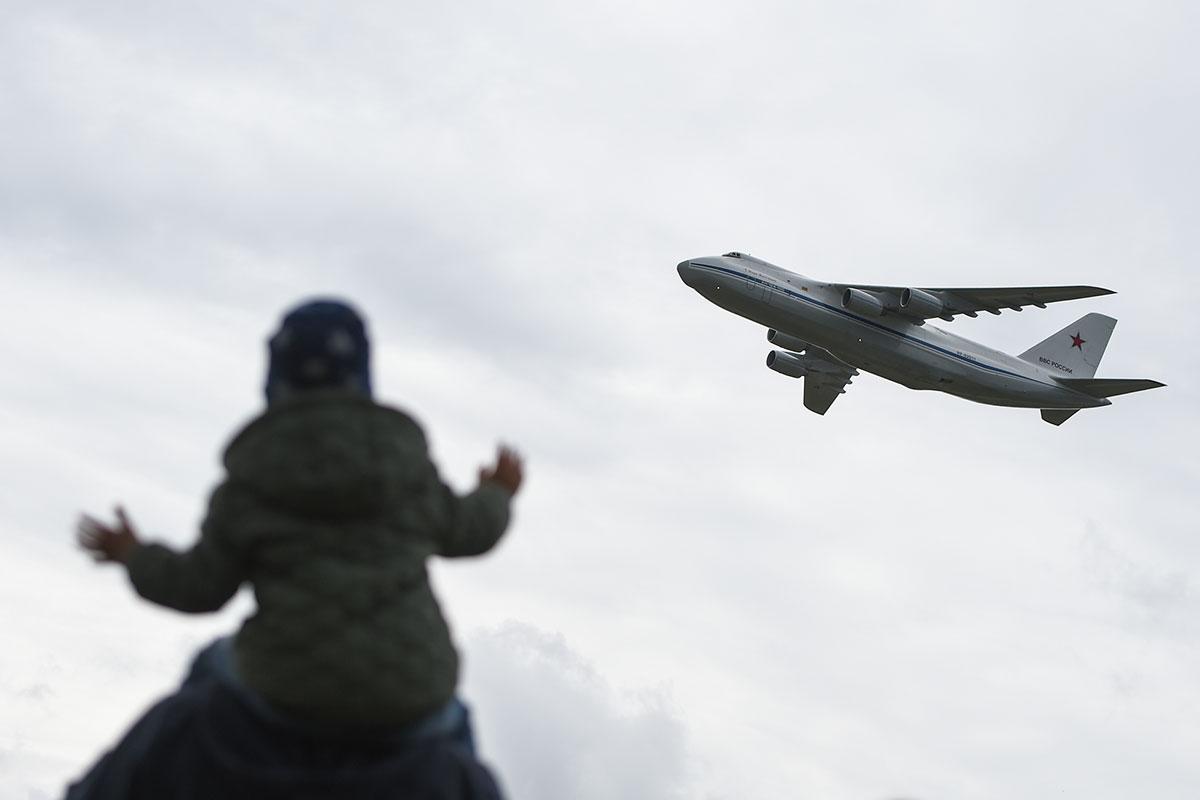 Воздушные грузовики:  уникальный авиапарад прошел в Тверской области.