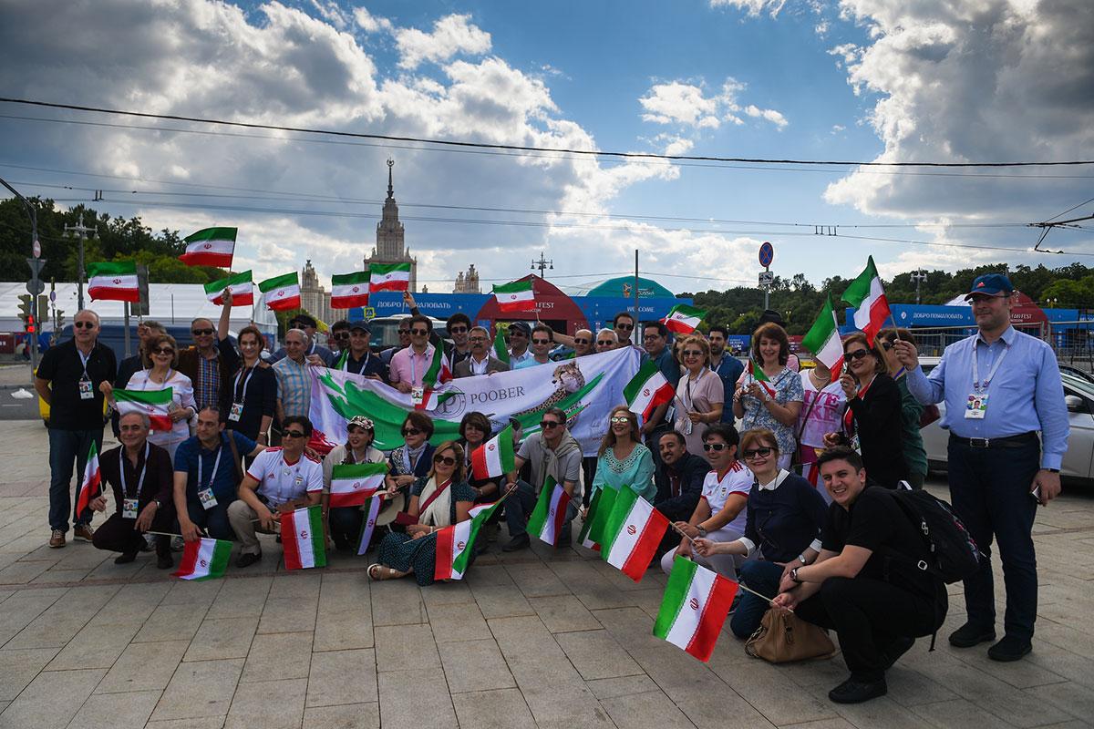 Как звучит слово «привет» на сотне языков: иностранные болельщики съезжаются в Россию на ЧМ-2018