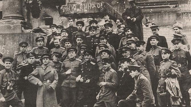С «Лейкой» и с блокнотом: как работали военные корреспонденты на фронтах