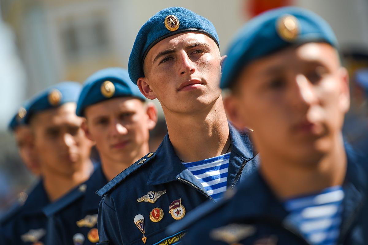Никто, кроме них: в Москве десантники отметили профессиональный праздник