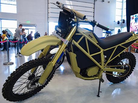 «Костюм Терминатора», новый АК и бесшумный мотоцикл: что нового показали на «Армии-2018»