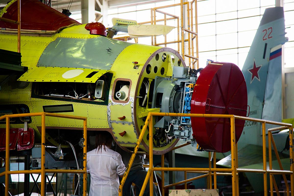 Сборка истребителей Су-35 в цехе секретного завода КнААЗ: фоторепортаж