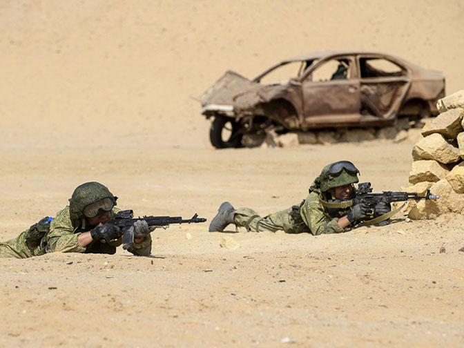 В экстремальных условиях: эффектные кадры совместных российско-египетских учений в пустыне