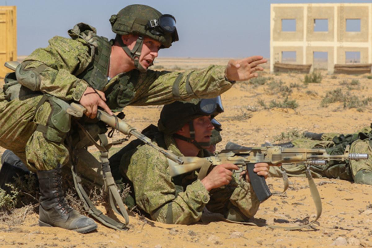 В экстремальных условиях: эффектные кадры совместные российско-египетских учений в пустыне