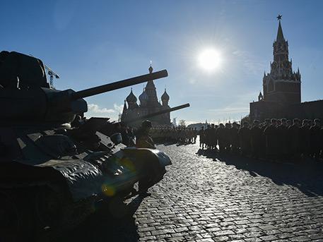 Парад, предваривший Победу: в Москве прошла генеральная репетиция военного смотра 1941 года