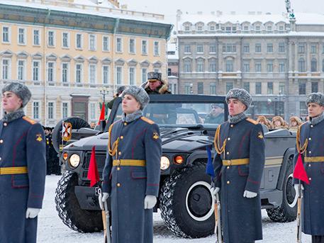 Никто не будет забыт: в Петербурге прошел парад Памяти в честь полного освобождения от блокады