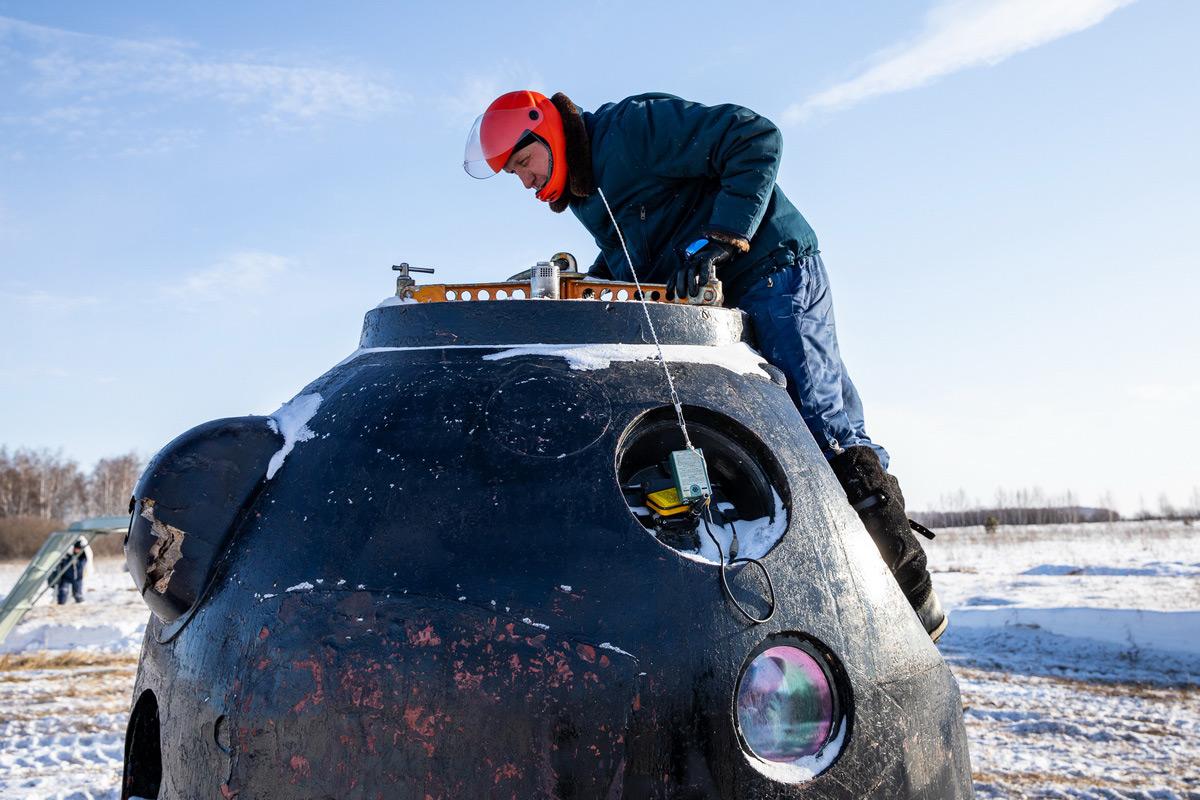 «Синяя птица» спасения: кадры учений по эвакуации космонавтов из заснеженной степи