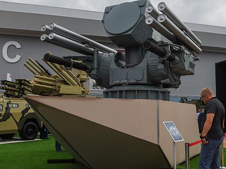 Aurus, беспилотник-«камикадзе» и морской «Панцирь»: что представила Россия на IDEX-2019