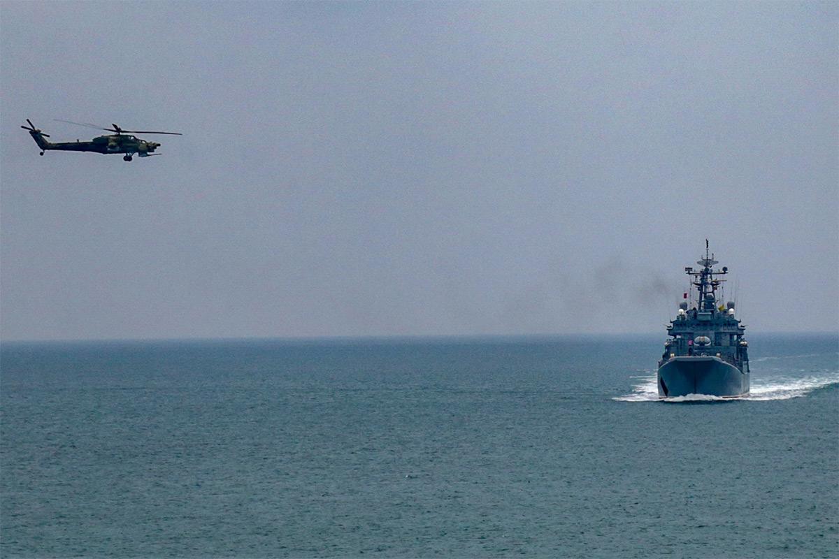 Огонь из всех орудий: кадры масштабных учений в Крыму