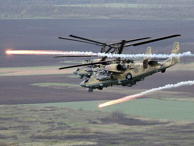 Господство в воздухе: кадры тренировочных полетов Ка-52 и новейшего Ми-28УБ
