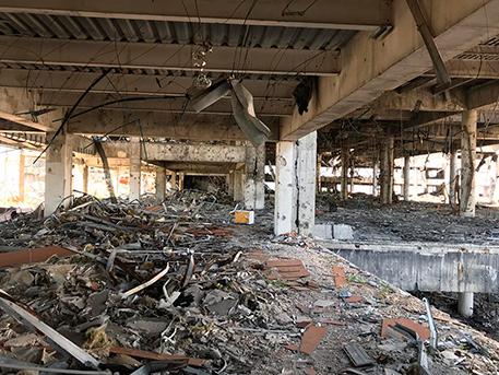 Расплавленное стекло, арматура и гильзы: как сейчас выглядит донецкий аэропорт и его окрестности