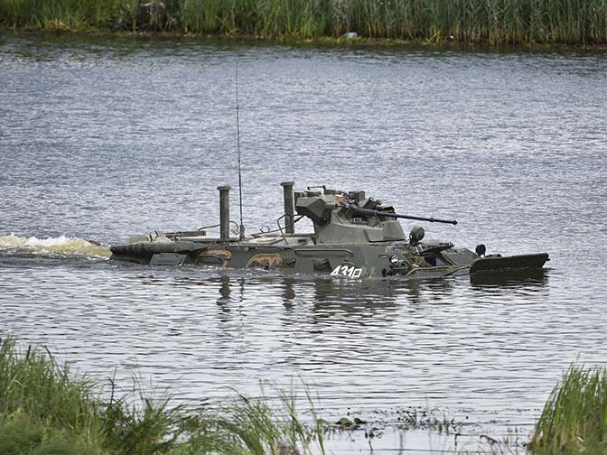 Когда вода – не преграда: эффектные кадры переправы техники в Алабино
