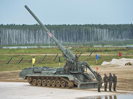 Гонки в грязи и нарезка фруктов дулом танка: яркие кадры закрытия форума «Армия-2019»