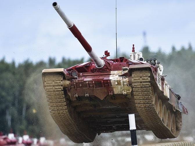«Реактивный» танк и женский экипаж: новое в «Танковом биатлоне» на АрМИ-2019