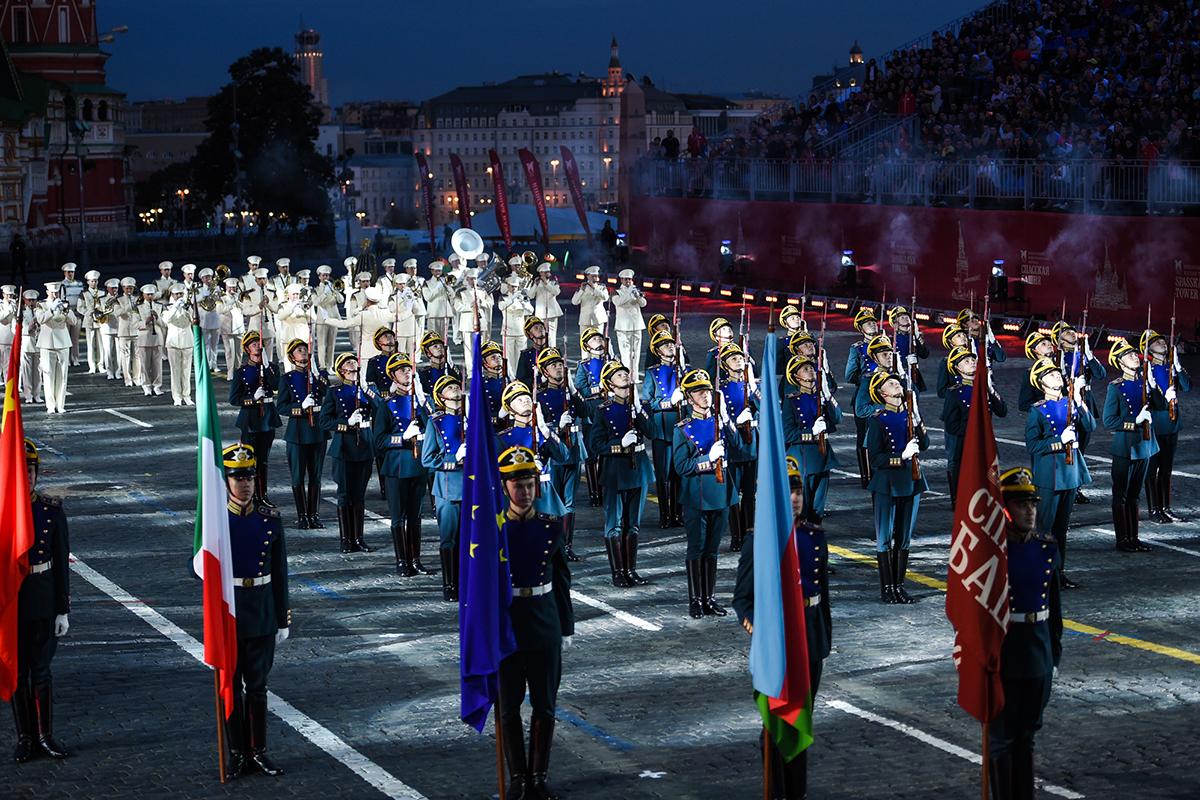 Танец с саблями и «армия фараона»: в Москве прошла репетиция «Спасской башни»