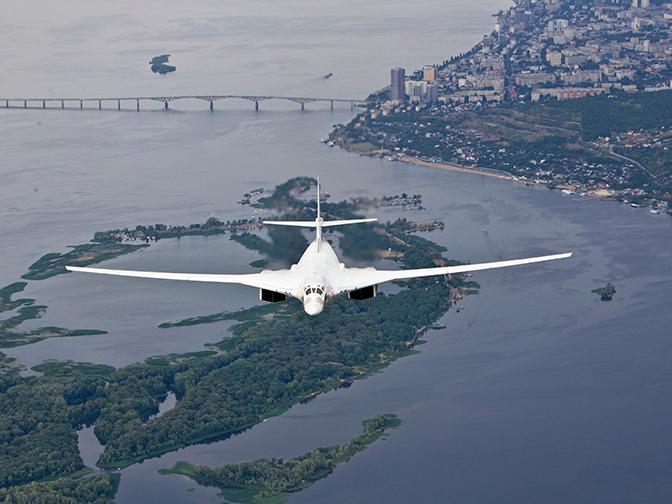 «Белые лебеди» в Африке: кадры перелета Ту-160 в ЮАР