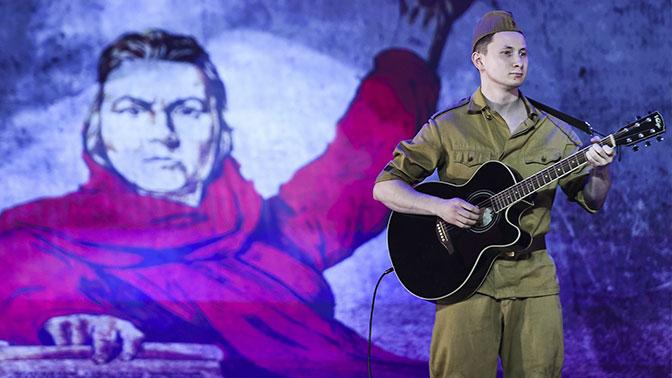 Участники фестиваля творчества воинов «Катюша» устроили красочное шоу