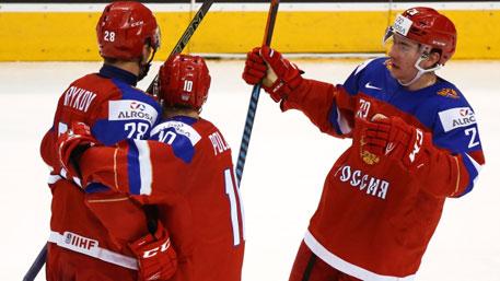 Российские хоккеисты разгромили датчан и вышли в полуфинал молодежного ЧМ